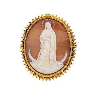 Prendedor con hueso y polímero en oro amarillo de 16k. Imagen de Virgen. Peso: 13.8 g.