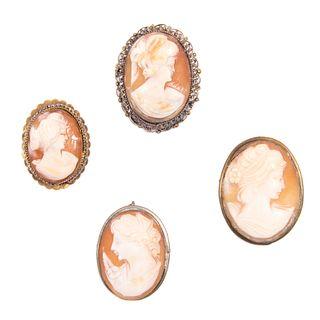 Cuatro Prendedores con camafeo y metal base dorado. Imágenes de dama. Peso: 25.0 g.