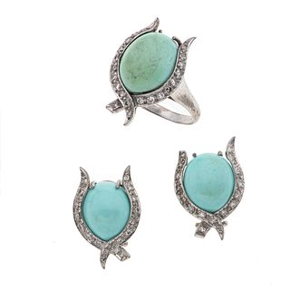 Anillo y par de aretes con turquesas y diamantes en plata paladio. 3 con turquesas corte cabujón. 55 diamantes. Talla: 8 Peso: 14.7 g