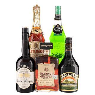 Licor, Crema, Jerez y Brandy. a) Disaronno. b) Baileys. c) Terry. d) Carta Blanca. e) Midori. Total de piezas: 5.