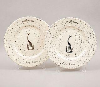 """EMILIA CASTILLO Par de platos """"Las mañanitas"""" México 2000 Elaborados en cerámica blanca con aplicaciones de plata."""