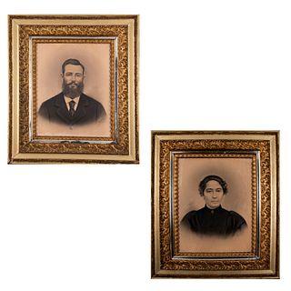 GERALAMY Lote de 2 obras. Retratos de dama y caballero Firmados y fechados 1902 Técnica mixta sobre papel Enmarcados en madera dorada