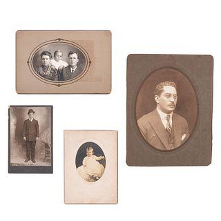 Lote de 4 fotografías. Sin enmarcar. Consta de: Retrato de caballero. Firmado y fechado al frente. Plata sobre gelatina. Otros.