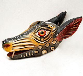 Máscara de coyote. Guerrero, México. Siglo XX. Elaborado en madera policromada.
