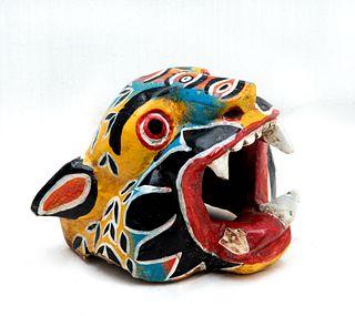 Máscara de jaguar. México. Siglo XX. Elaborada en madera policromada.