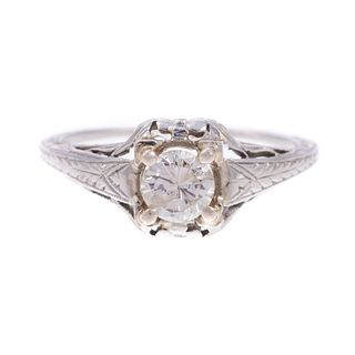 An Art Deco Diamond Ring in 18K White Gold