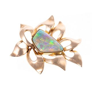 An Australian Opal Brooch in 14K Yellow Gold