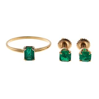 An Emerald Ring & Earrings in 14K Yellow Gold