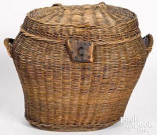 Woven reed field basket