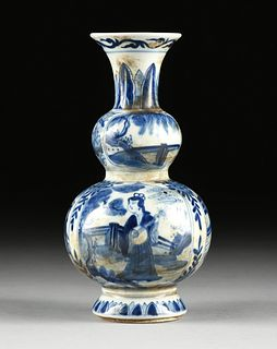 A CHINESE DOUBLE GOURD BLUE AND WHITE PORCELAIN VASE, SHIPWRECK ARTIFACT, LEAF MARK, KANGXI PERIOD, EARLY 18TH CENTURY,