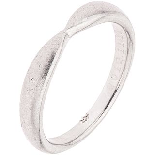 PLATINUM RING, TIFFANY & CO.  Engraved. Deep tester marks. Weight: 3.6 g. Size: 4