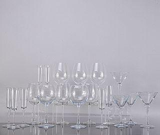 Lote de 30 copas. Siglo XX. Diferentes diseños. En cristal. Algunas Spiegelau. Consta de: 6 vermouth, 11 vino esmposo, otras.