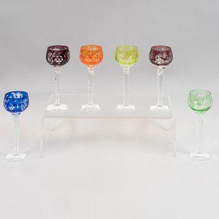 Lote de 6 copas para licor. Origen europeo. Siglo XX. Elaborados en cristal de Bohemia. Diferentes colores.