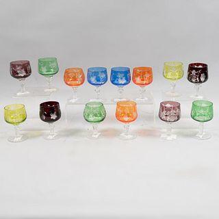 Lote de 14 copas para licor dulce. Origen europeo. Siglo XX. Elaborados en cristal de Bohemia. Diferentes colores.