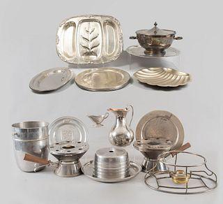 Lote de 20 piezas. Siglo XX. Elaborados en metal plateado, acero prensado y pewter. Diferentes diseños.