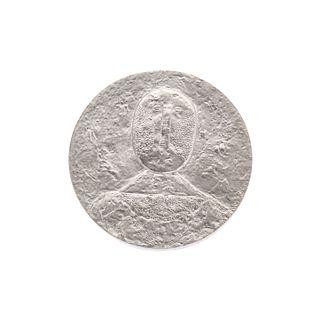 """Después de Rufino Tamayo. Medalla conmemorativa con su obra gráfica """"El hombre en rosa"""". Elaborada en plata Ley .900"""