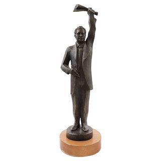 TIBURCIO ORTIZ, Sin título, Firmada y fechada 04, Escultura en bronce XLII en base de madera, 52 x 14 x 14 cm
