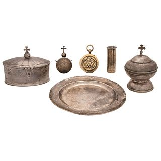 MIXED LOT MEXICO, EARLY 20TH CENTURY Sterling Silver Consists of chrismariums, pair of hostiaries and plate Different models 720 g