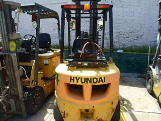Montacargas Hyundai 30LF-7 2014