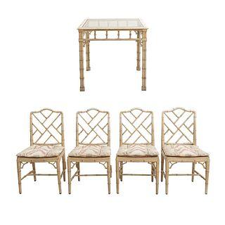 Antecomedor. Siglo XX. Elaborado en madera. Consta de:  Mesa y 4 sillas.