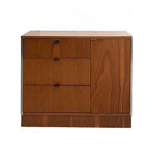 Gabinete. Siglo XXI. Elaborado en madera industrializada. Con cubierta rectangular, 3 cajones y puerta abatible.