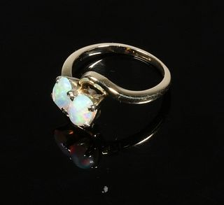 LADIES GOLD RING WITH OPALS
