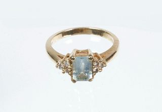 14K GOLD, AQUAMARINE & DIAMOND RING
