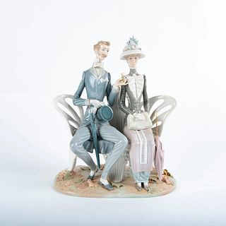 Lovers In The Park Figure 01001274 - Lladro Porcelain Figure