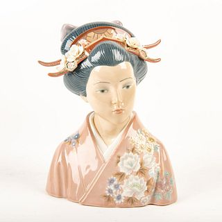 Lady of the East, Japan 01001488 - Lladro Porcelain Figure