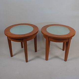 Moda in Casa. Par de mesas laterales en madera laqueada de encino / Oakwood round side tables