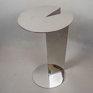 """Mesa lateral de acero inoxidable con cubierta voladiza / Cantilever """"cake slice"""" inox side table"""