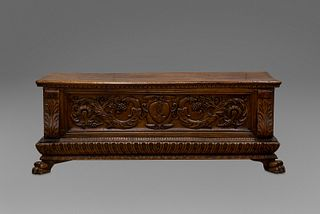 Beautiful chest in richly carved walnut, poded, with coat of arms on the front and lion's legs, 16th century