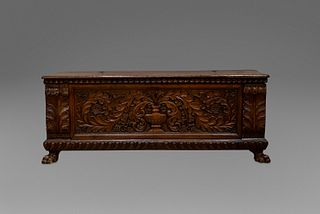 Beautiful chest in richly carved walnut, with pods, with vase on the front and lion's legs, 16th century