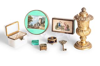 Lot consisting of 8 different objects and two miniatures