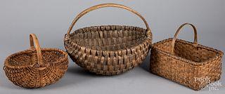 Three nice splint oak gathering baskets, 19th c.