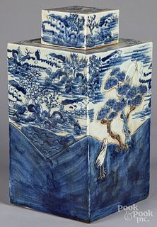 Large Chinese porcelain covered canister
