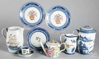 Nine pieces of Mottahedeh export style porcelain