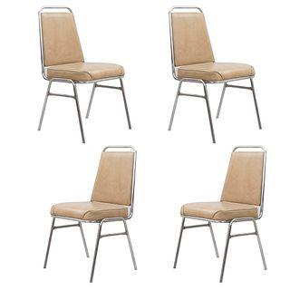Lote de 4 sillas. México. Siglo XX. Marca Briones. Estructura de metal. Con respaldo cerrado y asiento en tapicería.