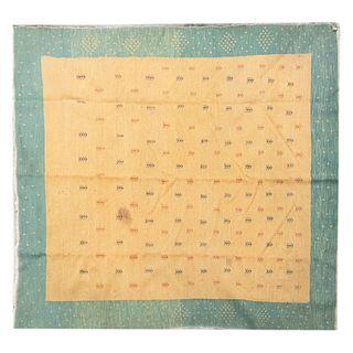 Tapete. Siglo XX. Elaborado en fibras de lana y algodón. Decorado con motivos vegetales sobre fondo color mostaza.