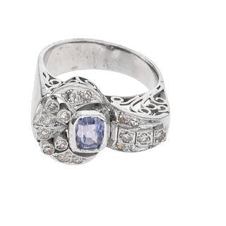 Anillo vintage con tanzanita y diamantes en plata. 1 tanzanita corte rectangular escalonado. 17 diamantes corte 8 x 8. Talla:...
