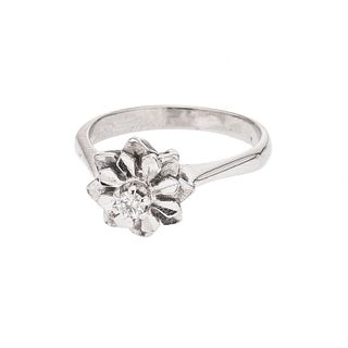 Anillo con diamante en plata paladio. 1 diamante corte brillante 0.10 ct. Talla: 6 1/2. Peso: 3.2 g.