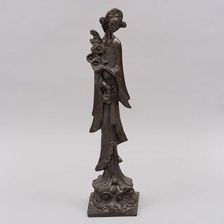 Quan Yin. Siglo XX. Fundición en bronce.  47 cm de altura