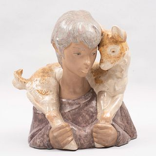 Busto del Buen pastor. España. Ca. 1970 Elaborado en porcelana Lladró. Acabado mate  39 x 35 x 26.5 cm