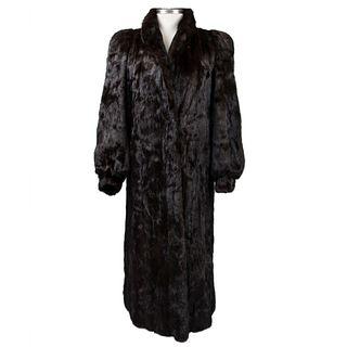 Abrigo. Estados Unidos. Siglo XX. Diseño por Samuel Spritzer Furs para Isabell Gerhart. Elaborado en piel de mink color marrón.