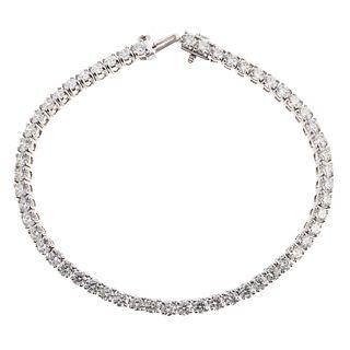 A 6.95 ctw Diamond Tennis Bracelet in Platinum