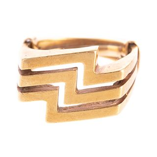 An 18K Ring with Zig-Zag Design