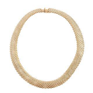 An Italian Flexible Mesh Wide Link Collar