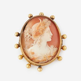 An eighteen karat gold and cameo brooch,