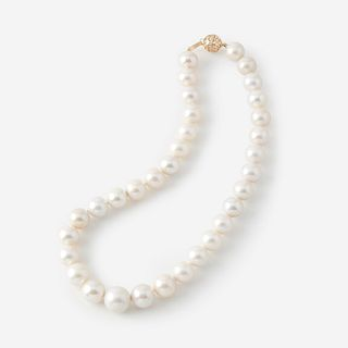 A South Sea cultured pearl, diamond, and fourteen karat gold necklace,