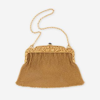 A fourteen karat gold mesh purse,